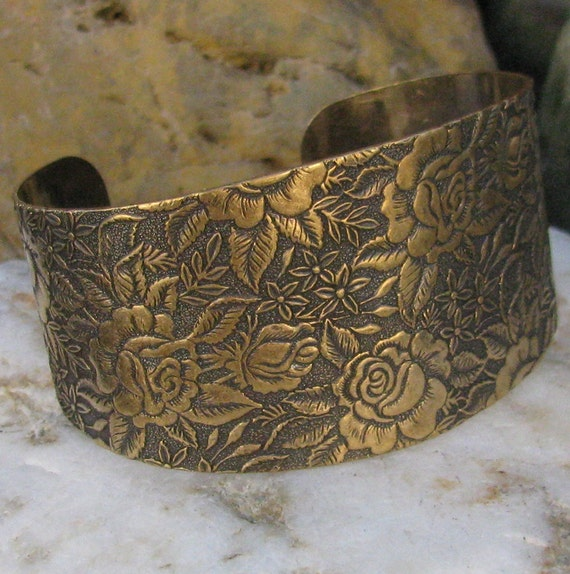 1 Etched Rose flower Antiqued Brass 1 1/2 inch on the top cuff bracelet blank 1324