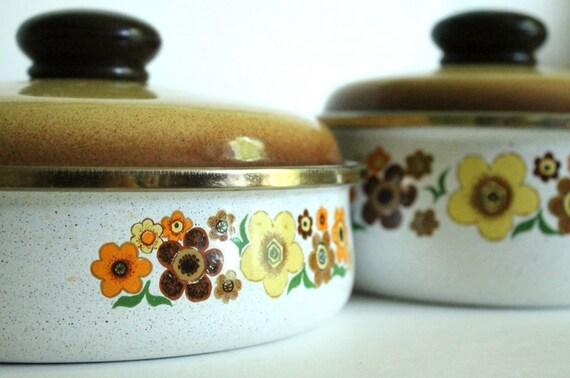 Vintage 2 piece enamel set - pots and pans