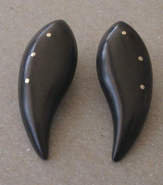SALE Vintage Carved Polished Wood Paisley Shape Earrings Clips