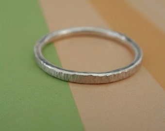 Silver band with hammer marks