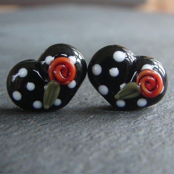 Lampwork beads 724 Hearts Pair (2) Black and White with Red Roses
