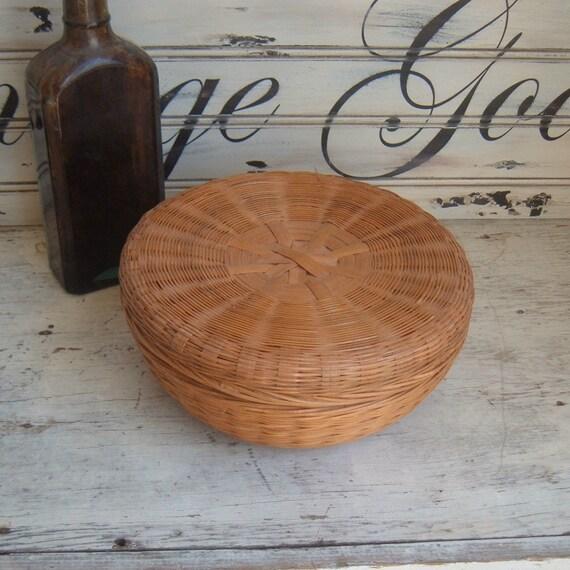 vintage sewing basket 1920s