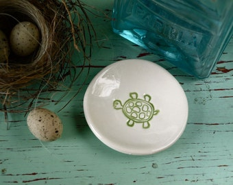 Mini Round Dish with Green Turtle, Green Turtle Trinket Dish, Ring Dish with Green Turtle