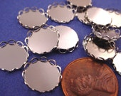20 Silver tone Round Lace Edge Bezel Cups 11mm