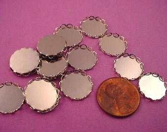 18 Silver tone Round Lace Edge Bezel Cups 13mm