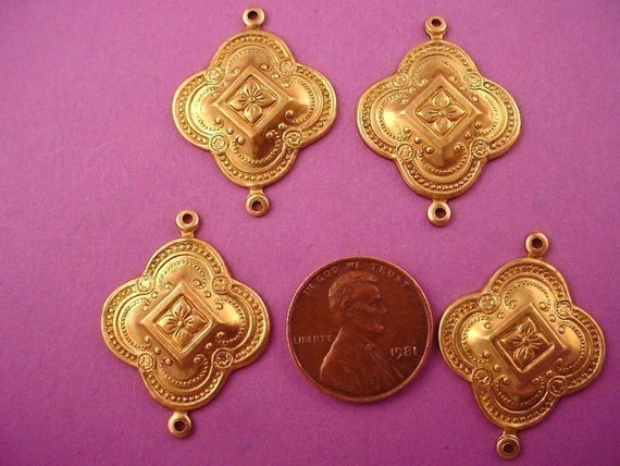 6 brass medieval design connector Stampings 26mm