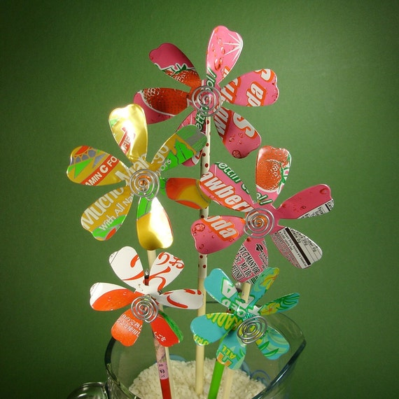 Spinning Flower Pinwheels from Recycled Soda Cans \/ Bouquet of Five Stems