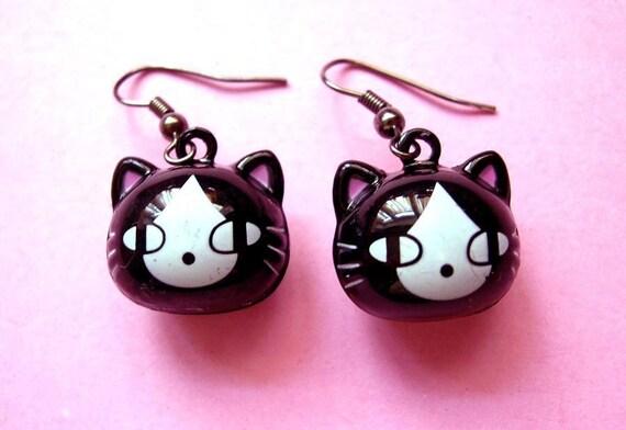 Black cat love  earrings CUTE and KAWAII