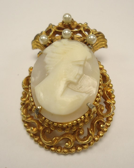 Florenza Natural Carved Shell Cameo Gold Crown Brooch