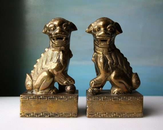 Vintage Foo Dog Bookends in Brass. Set of Gold Chinese Fu Figures