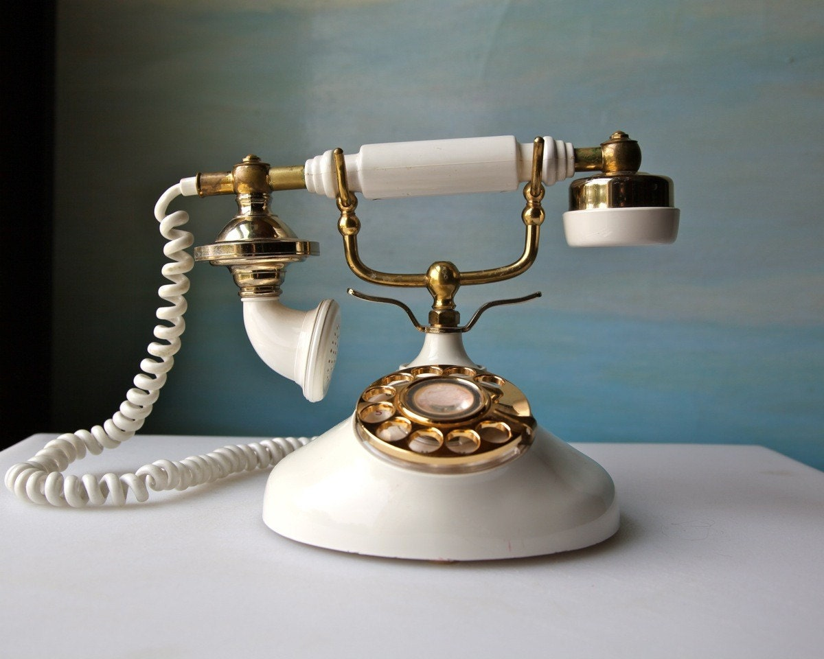 Cream Old Fashioned Telephone