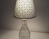 Dainty graphic lamp