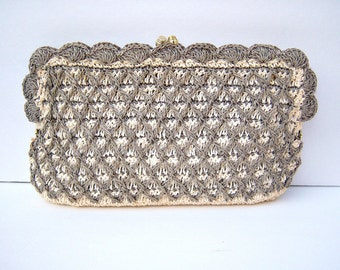 Vintage straw clutch purse / gray taupe crochet weave / kiss clasp, wedding purse