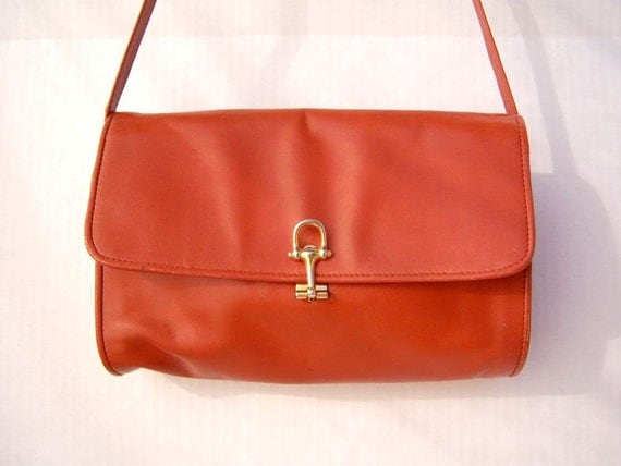 Vintage 70s shoulder bag / caramel leather velvet lining / the original Macys, California