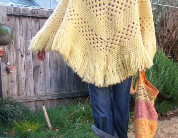 Vintage crochet poncho // buttery yellow // FRINGE shawl