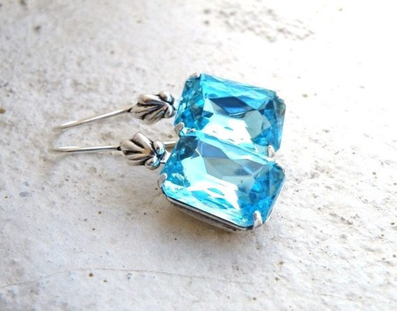 Aqua Earrings Robin's Egg Blue Rhinestone Silver BE27