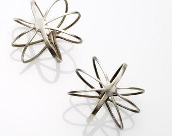 Oval wire earrings
