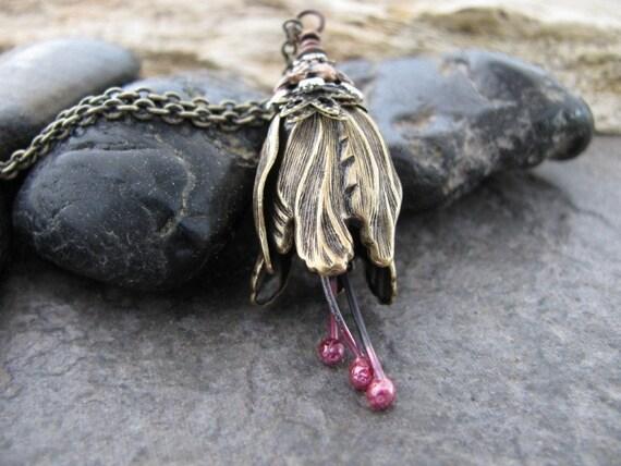 flor de campana de oro necklace