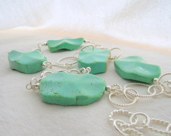 Green Magnesite Wavy Disk Necklace with Chain