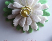 Repurposed Felted Wool Zipper Brooch - White Easter Daisy