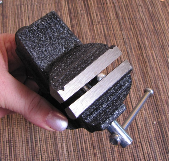 Small work vice 2 inch wide jaw opens to 1 1/8 inch swivel head up to a 1 1/2 thick work bench