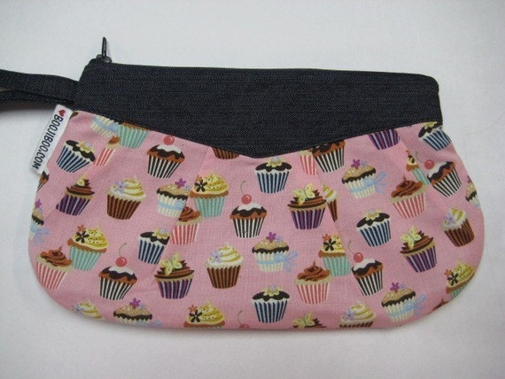 Cupcake Clutch Wristlet Makeup Bag Pink