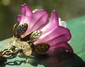 Deep purple pink and white flowers, lucite, Czech glass flowers and beads, tulip bell antique brass petals, floral vintage finish earrings
