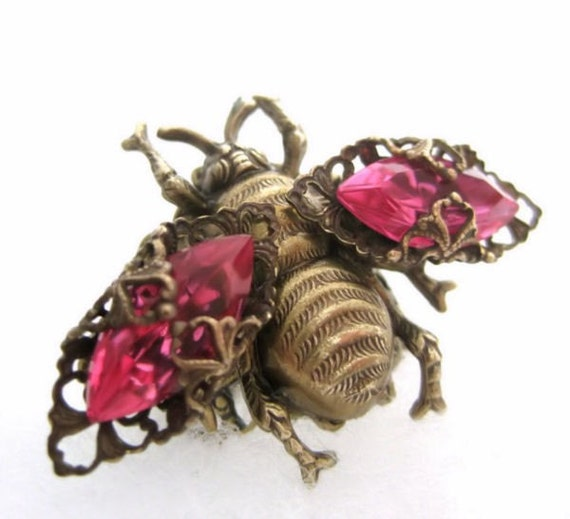 Bee ring, adjustable filigree ring with pink rhinestone wings, statement ring, cocktail ring, Federikas vintage filigree jewelry