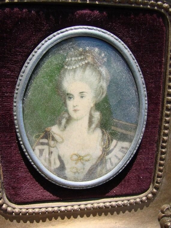VIntage Convex Glass Victorian Lady Small Picture Resin Style Frame