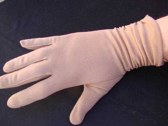 Pair of Vintage Mod 1960s Light Brown Tan Ladies Gloves