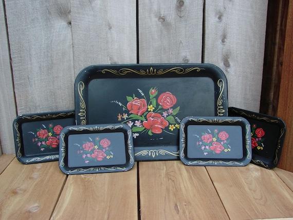 Vintage Toleware Black Metal Bandeja Floral Servir com quatro correspondentes pequenas bandejas