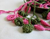 Fuchsia-olive crochet lariat