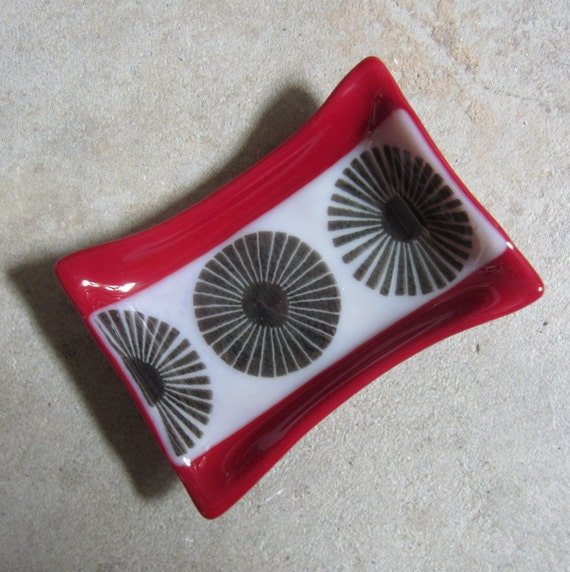 Red soap dish fused glass soap dish red bathroom decor for Red glass bathroom accessories