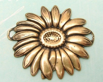Daisy Connector, Pendant, Antique Gold, Trinity Brass, AG98