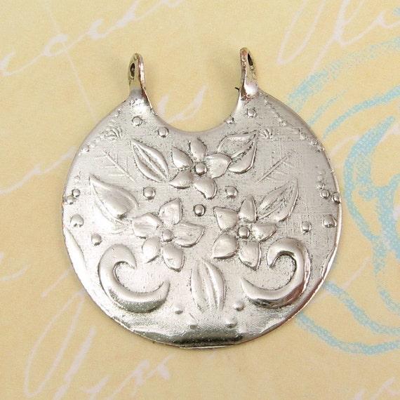 Floral Bouquet Pendant, Antique Silver Trinity Brass AS21