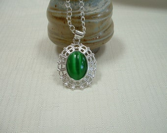 Green Cat's Eye Pendant/Necklace