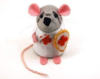 Knight Templar Mouse - collectable gift for father's day dad husband boyfriend art rat artists mice cute soft sculpture stuffed plush toy