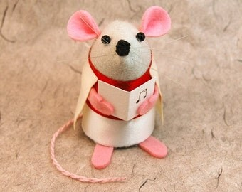 Singer Mouse - collectable christmas carol singer rat artists mice felt mouse cute soft sculpture toy stuffed plush doll art ornament gift