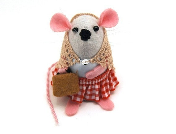 FREE SHIPPING Travelling Mouse Ornament suitcase Artisan felt mice rat hamster adorable gift animal lover - Emma the Travelling Mouse