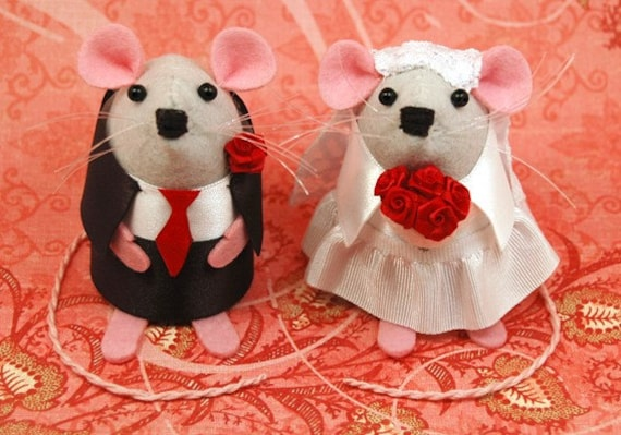 RESERVED for Jenp134 Wedding bride and groom mice with smaller child mouse