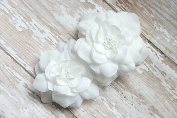 White Bridal Wedding Flowers, Wedding Head Piece White Flowers, White Bridal Hair Piece, Wedding Fascinator, Bridal Hair Clip White Flowers