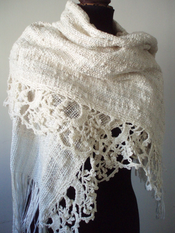 Creamy white SHAWL point lace for winter