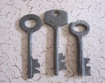 vintage SKELETON  keys, barrel keys lot 14