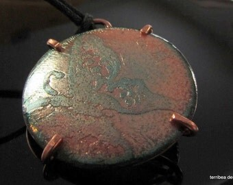 Pendant Etched Butterfly in Vitreous Enamel BasseTaille on copper  withTransparent Peach and Green