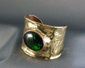 Large cuff with glass stone