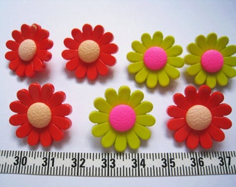 18pcs of Bright Flower Button - 22mm LAST SET