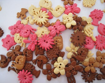 30 pcs of Novelty Button - In The Garden - Pink Brown  Beige