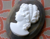 1 Vintage 40x30mm Stone Colored Plastic Cameo VIC012