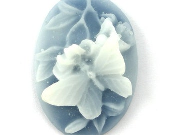 3 Plastic Butterfly and Flower Cameos - 25x18 - Blue and White IC042