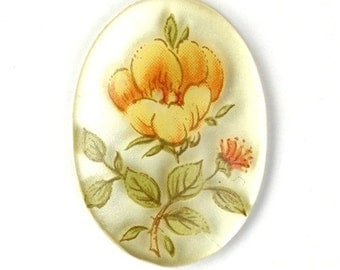 Vintage Cameo Plastic Floral 25x18mm Clear Base, Silver Back Yellow (2) VIC208